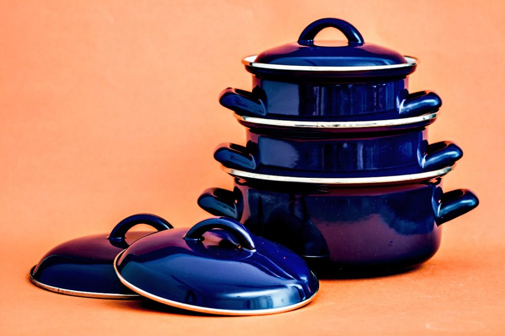 Enameled cast iron cookware set - 3 pieces in blue plus lids